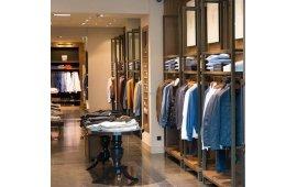 Фото мебели для магазина одежды 6